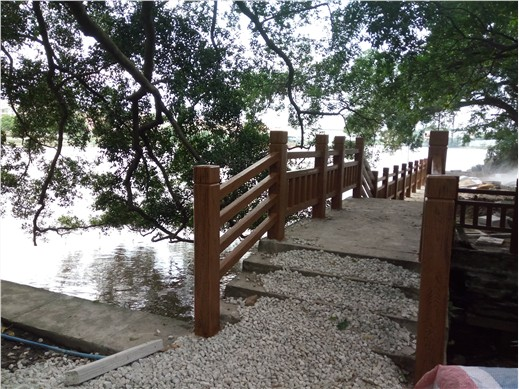 1.5米H型河道仿木护栏