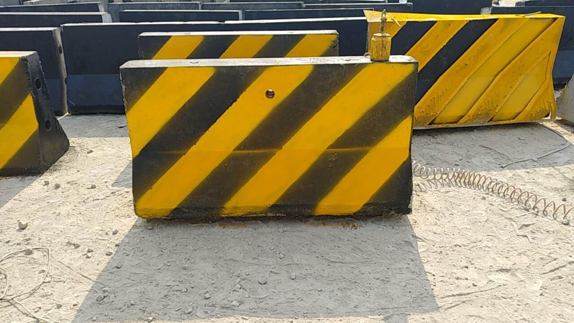 水泥防撞登、隔离登